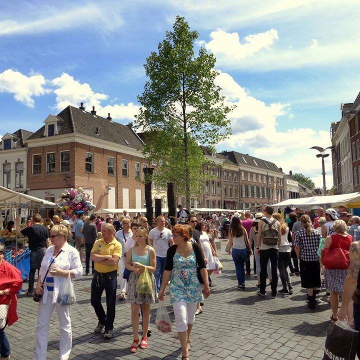 Gezellig druk op de meimarkt in Zutphen